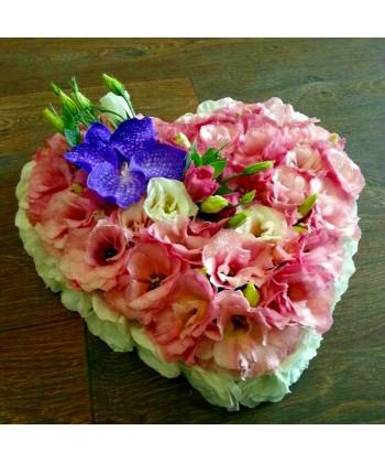 Aranjament inima cu lisianthus si orhidee
