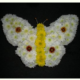 Aranjament din crizanteme in forma de fluture