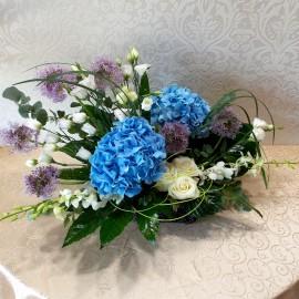 Aranjament floral cu  hortensii, trandafiri, eustoma, orhidee si trachelium