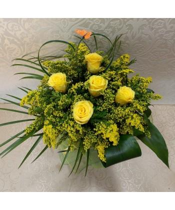 Buchet flori galbene cu 5 Trandafiri si Solidago