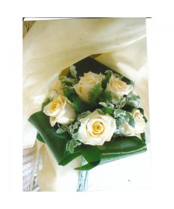 Buchet mireasa cu trandafiri crem