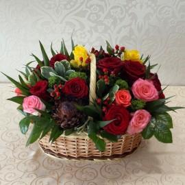 Aranjament cos 21 trandafiri colorati