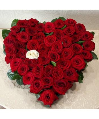 Aranjament inima cu 47 trandafiri