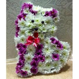 Aranjament pisicuta din flori