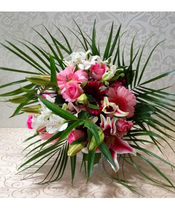 Buchet asortat cu flori albe si roz