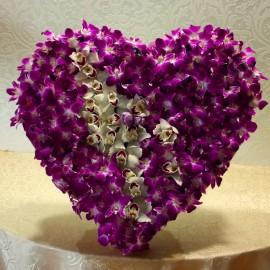 Inima exotica cu orhidee Cymbidium si Dendrobium