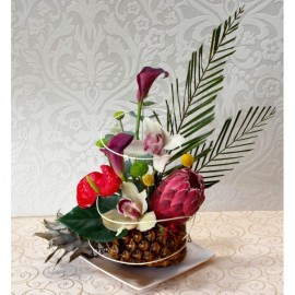 Platou din flori exotice in ananas