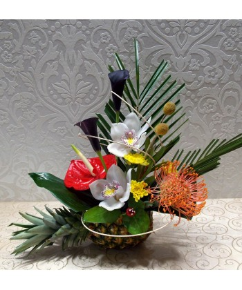 Aranjament natural cu flori exotice in ananas