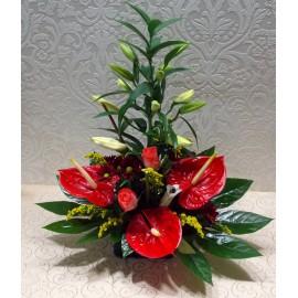 Aranjament floral in cos cu anthurium