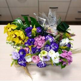 Aranjament flori cutie si praline Mozart