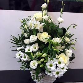 Aranjament flori albe in cos