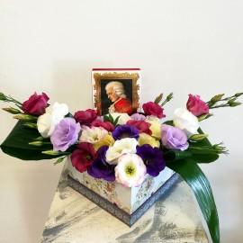 Cutie cu lisianthus multicolor si Mozart