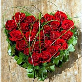 25 trandafiri rosii Red Berlin in aranjamentul dragostei