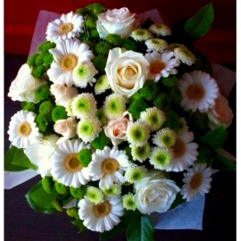 Buchet flori albe si verzi - 31 flori