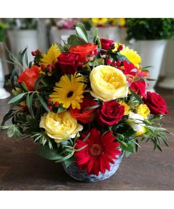 Aranjament cos flori mix colorate