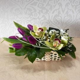 Cosulet cu lalele, frezii si orhidee