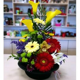 Aranjament flori mix colorate in palarie