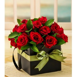 Cutie 25 trandafiri rosii si panglica