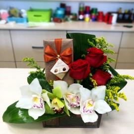 Cufar cu trandafiri, orhidee si praline premium Hamlet