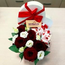 Inima dulce in cutie cu trandafiri si Raffaello