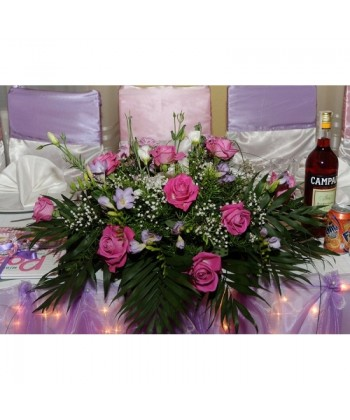 Aranjament cu frezia, trandafiri, lisiantus si gypsophilla