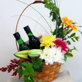 Cos cu flori, vin si ciocolata pentru aniversari si zi de nastere