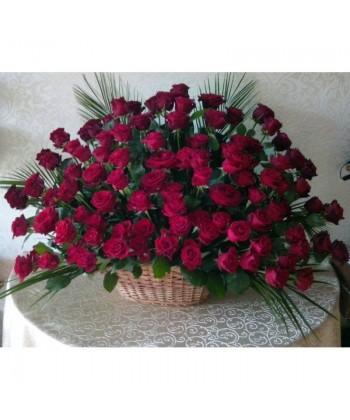 Aranjament 101 trandafiri rosii in cos