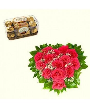 Aranjament inima cu 15 trandafiri rosii si praline Ferrero Rocher