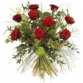 Buchet 9 trandafiri rosii cu eucalypt