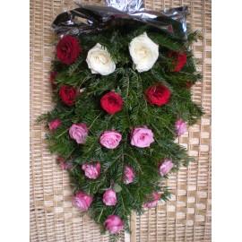 Jerba funerara din 22 trandafiri mov, rosii si albi