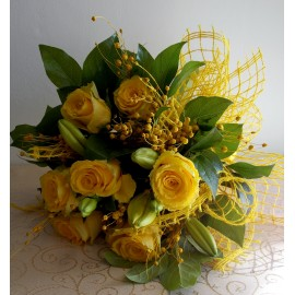 Buchet flori galbene trandafiri si crini