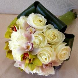 Buchet de mireasa cu trandafiri si orhidee