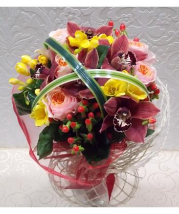 Eleganta cu orhidee, frezii si trandafiri