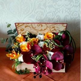 Aranjament carte cu orhidee, bumbac si trandafiri