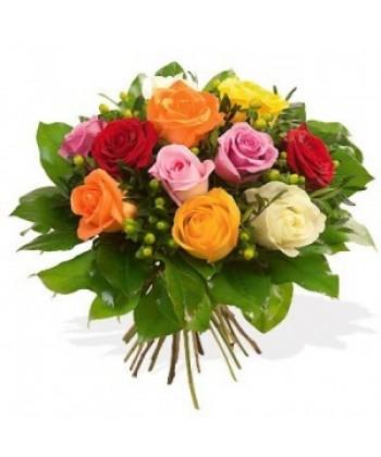 Buchet rotund din 15 trandafiri multicolori