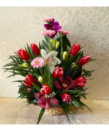 Cosulet cu flori vesel colorate