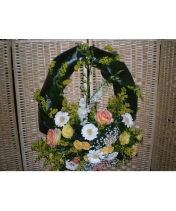 Aranjament funerar rotund din trandafiri, mini-trandafiri si gerbera