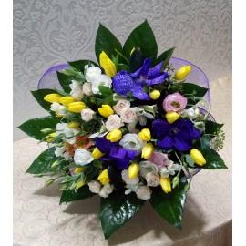 Buchet mix lalele, mini trandafiri, eustoma, alstroemeria si orhidee