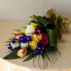 Buchet mix cu flori viu colorate
