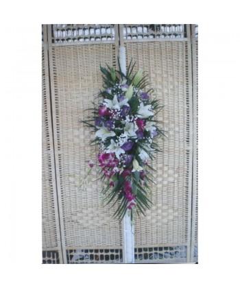 Lumanarie de nunta curgatoare cu crin, lisiantus, orhidee si gypso