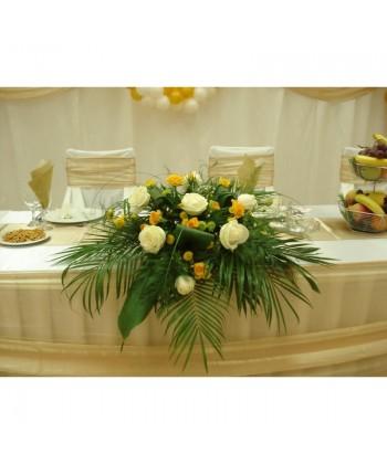 Aranjament cu trandafiri, mini-trandafiri si santini
