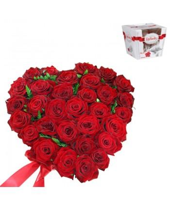 31 trandafiri rosii aranjati in forma de inima cu Raffaello