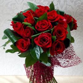 Buchet elegant 23 trandafiri rosii cu tija lunga