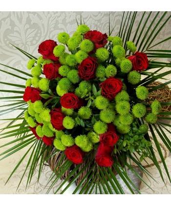 Buchet 15 trandafiri rosii si 10 crizanteme yoko