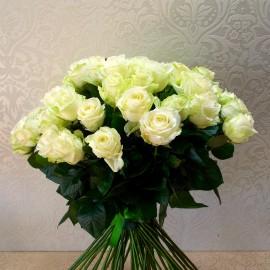 Buchet 55 trandafiri albi Avalanche