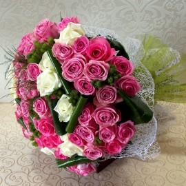 Buchet 59 trandafiri roz si albi