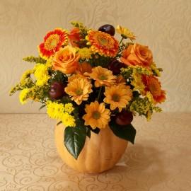 Aranjament de toamna cu trandafiri, gerbera si crizanteme in dovleac