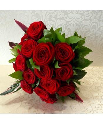 Buchet din 17 trandafiri rosii