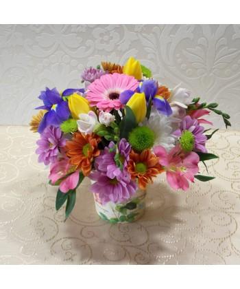 Aranjament vesel, multicolor in cutie decorata