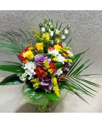 Buchet asortat din flori viu colorate